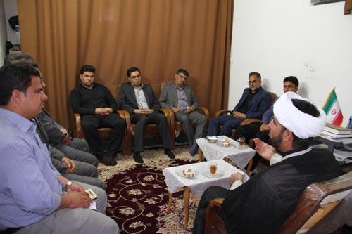 دیدار کارکنان شهرداری،شهردار و شورای شهر داریون با امام جمعه منطقه داریون