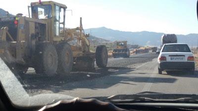 قسمت حادثه خیز جاده شیراز-داریون در حال ترمیم+عکس
