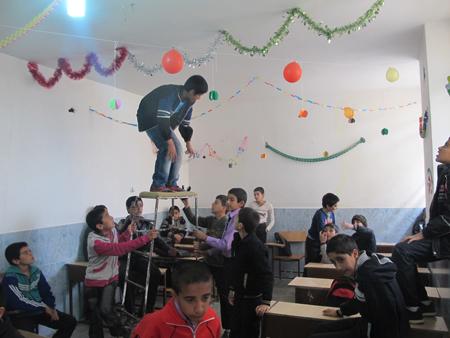 شوروحال جشن های دهه فجر در مدارس داریون/آینده انقلاب مال اینهاست+گزارش تصویری