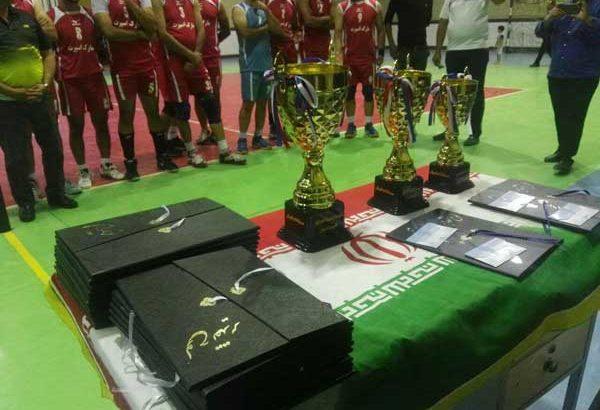 یک تیم شیرازی قهرمان مسابقات والیبال جام شهدای منطقه داریون شد/تصاویر