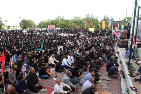 فیلمی از اجتماع بزرگ لبیک یا حسین(ع) مردم داریون که از شبکه فارس پخش شد+فیلم