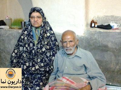حاج حسین کشاورز موذن کهنسال روستا به همراه دخترش کبری