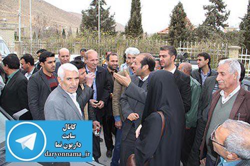 اعتراض داریونی ها به رییس اداره ورزش شیراز/چرا زمین داریون را چمن نمی کنید؟+عکس
