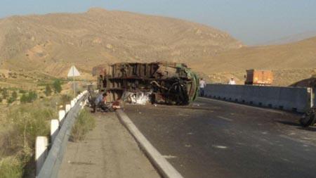 کامیونی که در محور (شیراز-داریون) چپ و راست شد!+تصاویر