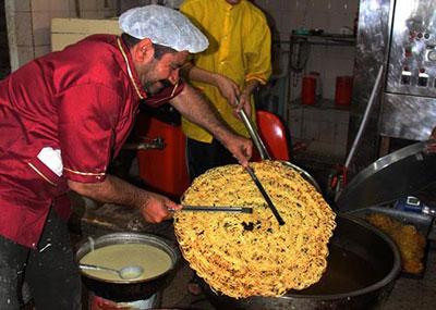 تصاویر:تهیه زولبیایی با قطر50 سانتی متر در داریون!